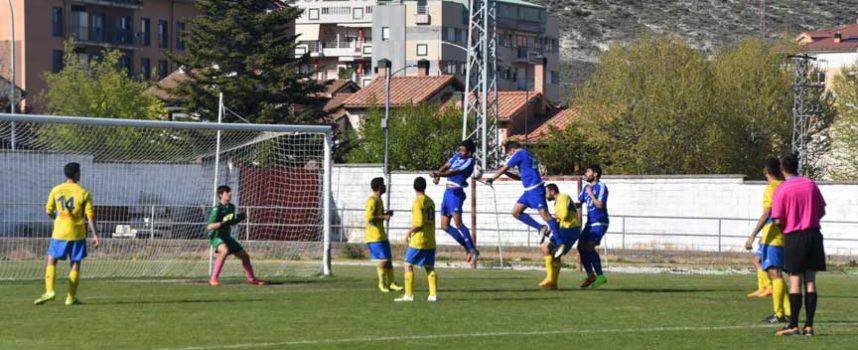 El Cuéllar doblega al Riazano y certifica la segunda posición (4-2)