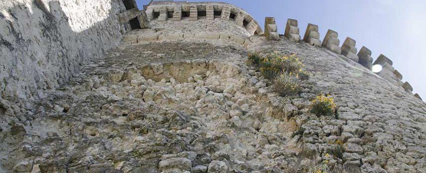 El PSOE de Cuéllar alerta del deterioro de la fachada este del Castillo