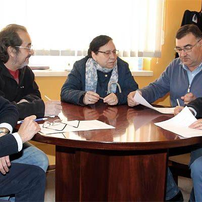El Ayuntamiento firma el inicio del nuevo contrato de suministro con 205 usuarios de biomasa
