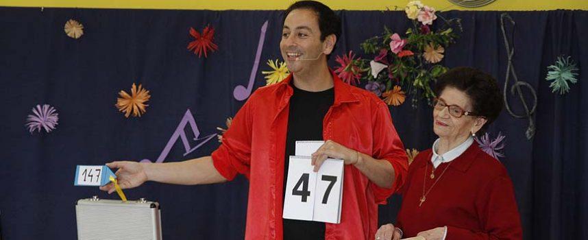 Ángel Simal abre con la magia social las actuaciones del Festival `La Villa Encantada´