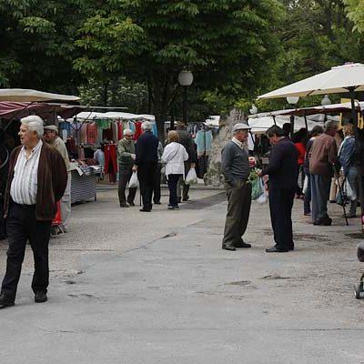 El PSOE propone actuaciones en el aparcamiento de los Paseos y en el entorno de la biblioteca