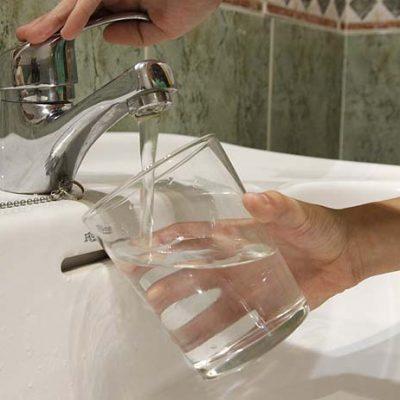 Prodestur analiza las muestras del agua de Narros de Cuéllar para determinar si es apta para el consumo