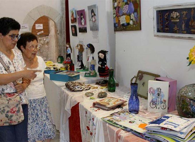 La iglesia de San Francisco acoge la exposición fin de curso de los cursos de pintura y manualidades