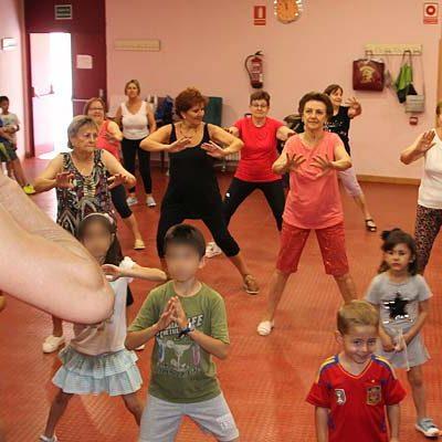 Mayores y niños disfrutaron de las actividades intergeneracionales del Centro de Día