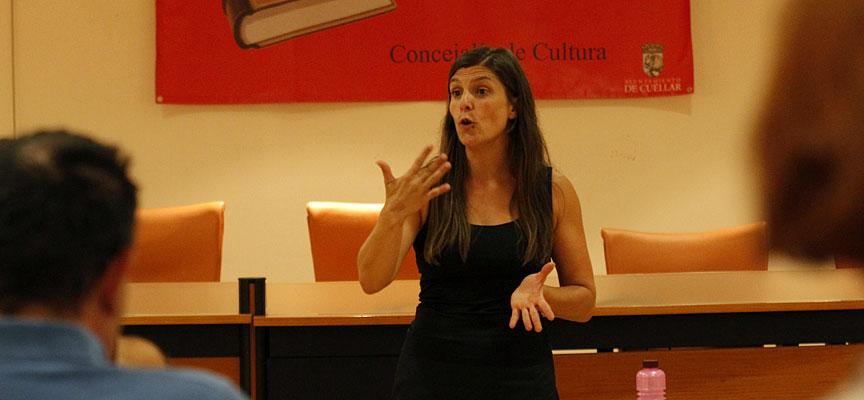 Alicia-Gago-durante-la-jornada-de-narración-oral-impartidaen-Cuéllar