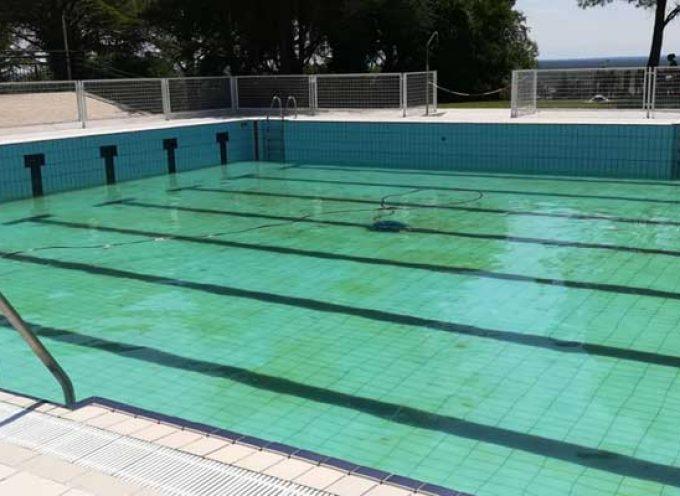"""El vaciado de la piscina municipal lleva al PSOE a pedir al alcalde que """"tome la riendas"""" de su gestión"""