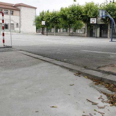 El Ayuntamiento elimina las barreras arquitectónicas del acceso al patio del colegio La Villa