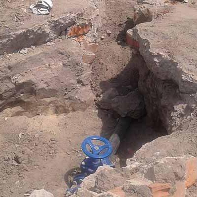 Alarma entre los vecinos de Narros de Cuéllar por el hallazgo de restos animales en su renovada red de agua potable