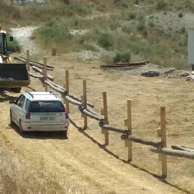 El Ayuntamiento inicia la instalación de las talanqueras en las calles de la villa