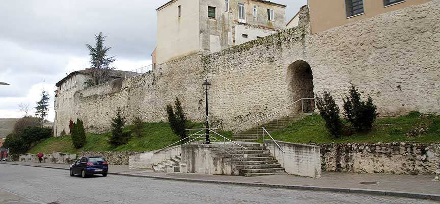 talud-muralla-calle-Nueva-Cuéllar