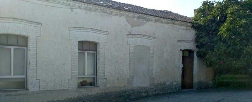 Comienzan las obras de reparación de la cubierta de las antiguas escuelas de Fuentes de Cuéllar