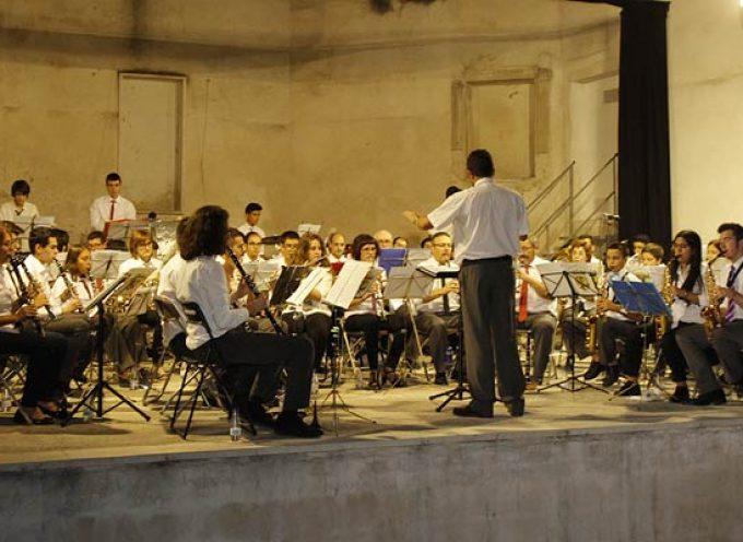 La Banda Municipal de Música hizo disfrutar de una noche de verano con su música