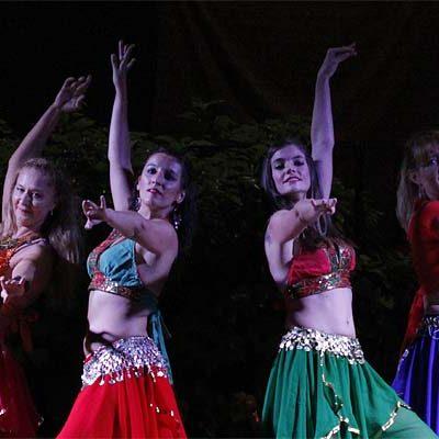 Artesanos, danzantes, músicos y cetreros reciben a los visitantes de `Cuéllar Mudéjar´ en la Huerta del Duque