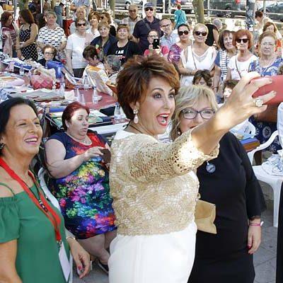 Doscientas encajeras y bordadoras participan en la IV Feria Entre Costuras y Tradición