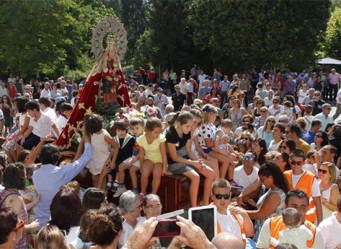 Miles de romeros muestran su devoción a la virgen de El Henar