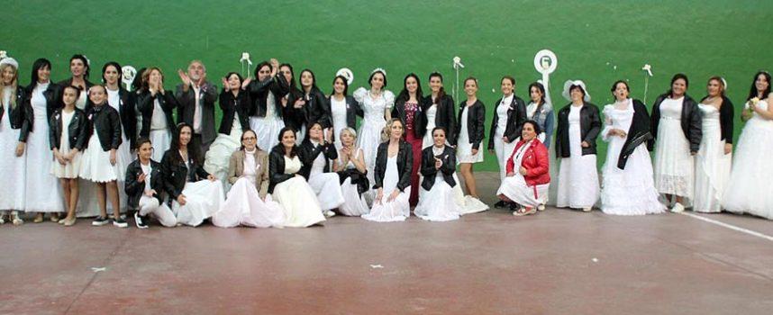 Desfile de novias y chocolate solidario a beneficio de la AECC en Navas de Oro