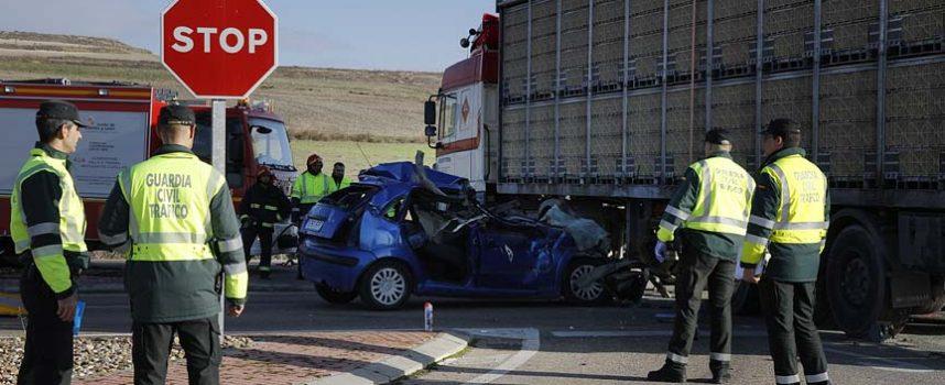 Fallece un joven cuellarano en la colisión de su vehículo y un camión en la salida del polígono Prado Vega