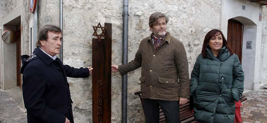 Señalización-antigua-sinagoga-de-Cuéllar-escuellar