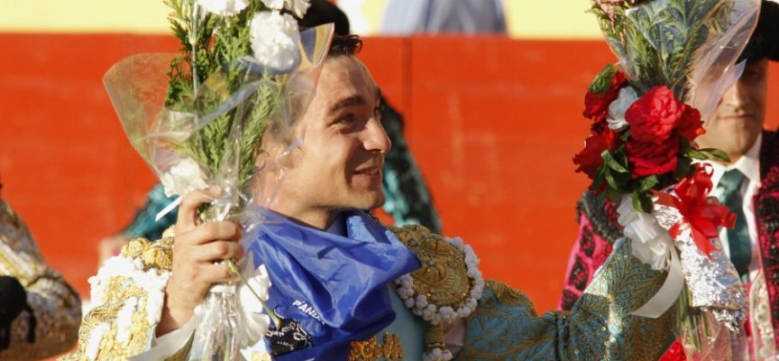 Vuelta al ruedo de Javier Herrero tras el festejo de la Feria de 2013