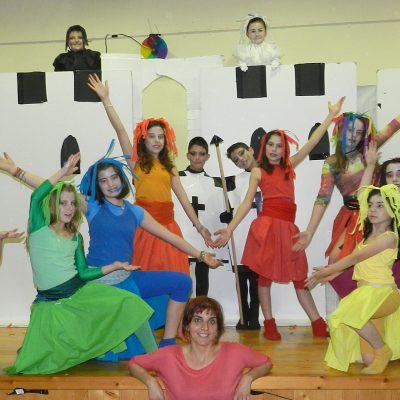 La Asociación Cultural Protección Obrera de Nava de la Asunción recibe la visita de los alumnos del colegio Obispo Fray Sebastián