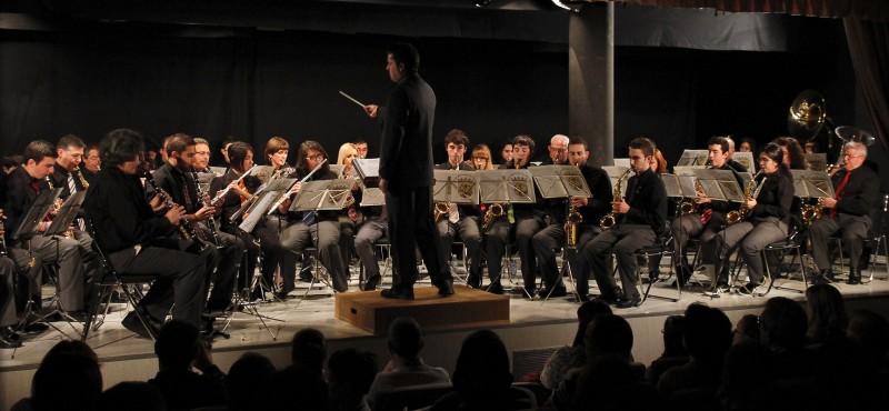 Banda Municipal de la villa durante una actuación.