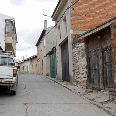 Un decreto de alcaldía ordena la retirada del caballo de la calle Letanía y  el precintado del corral