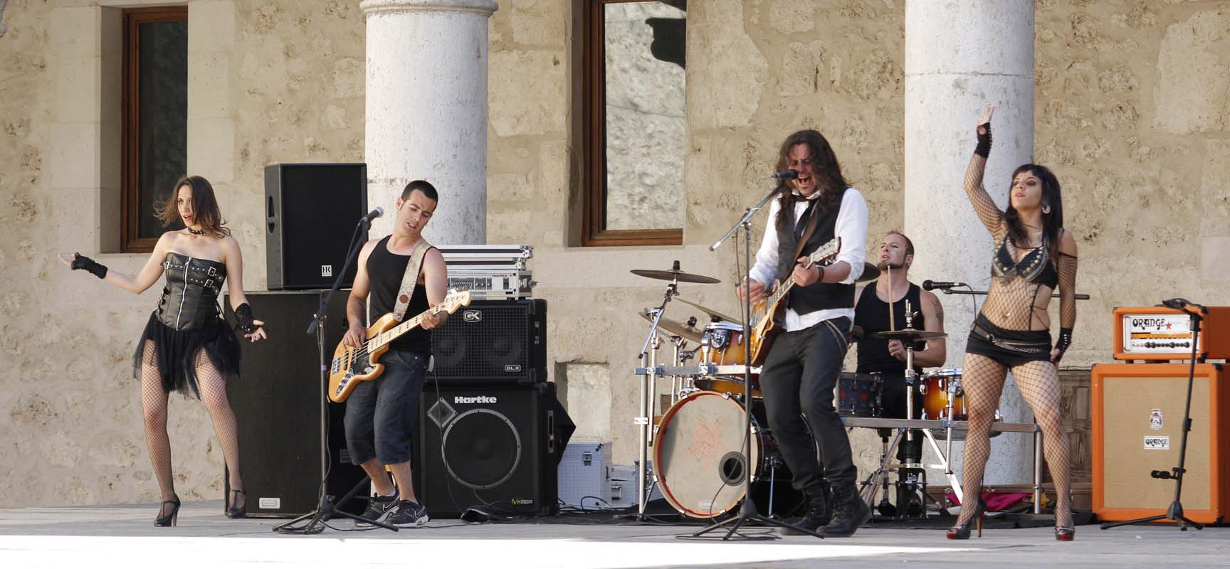 El trío Cheroot durante la grabación del videoclip.