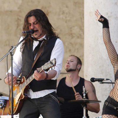 """El Patio de Armas del Castillo acogió la grabación del video musical del grupo """"Cheroot"""""""