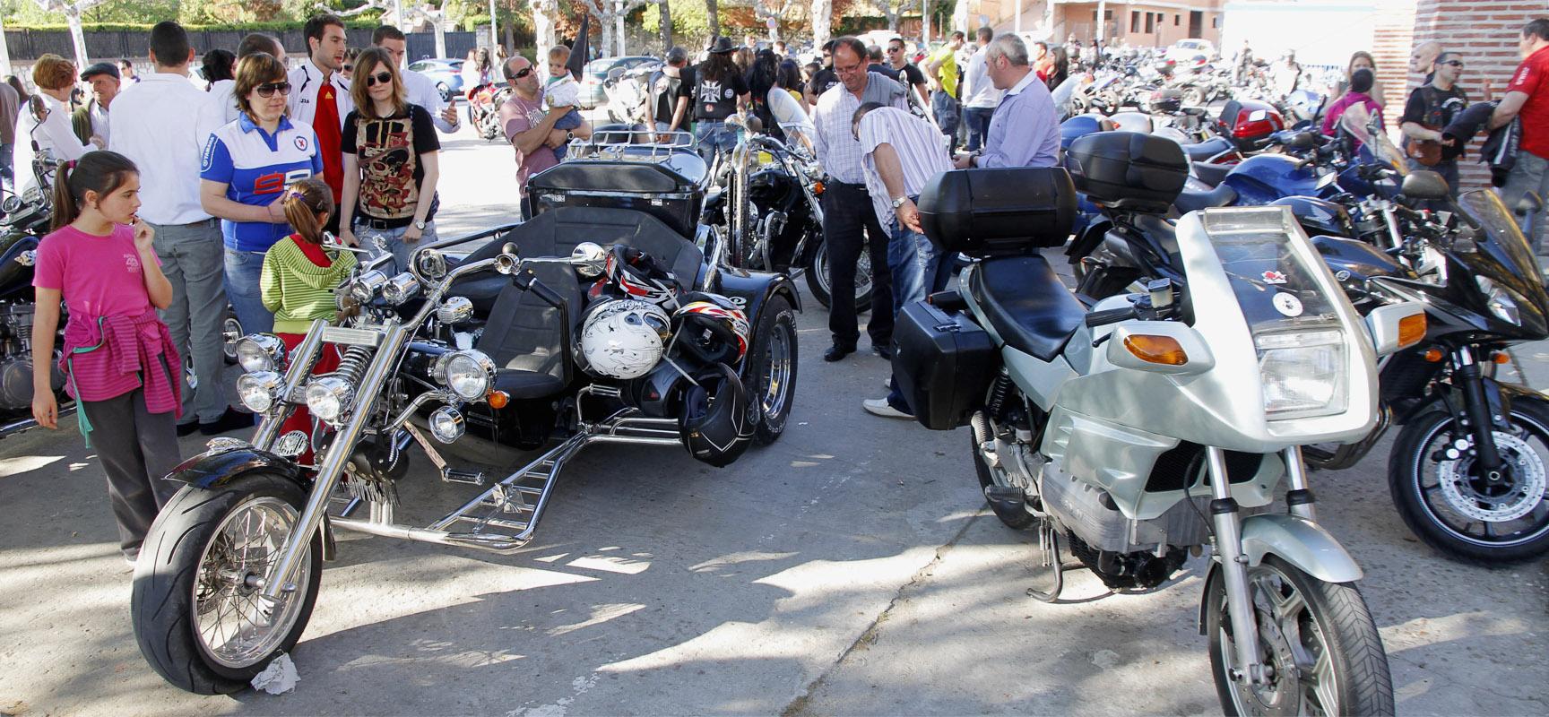Participantes en la pasada edición de la Concentración de motos cuellarana.  Foto:Gabriel Gómez  