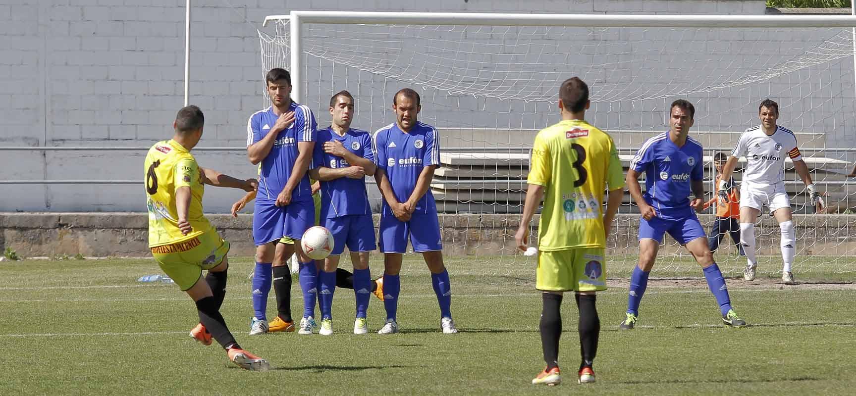 Jugadores durante un enfrentamiento anterior al Palencia.