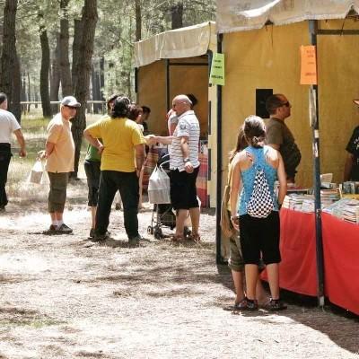 El paraje de San Benito de Gallegos acoge hoy una jornada de convivencia en torno a su Feria del Libro