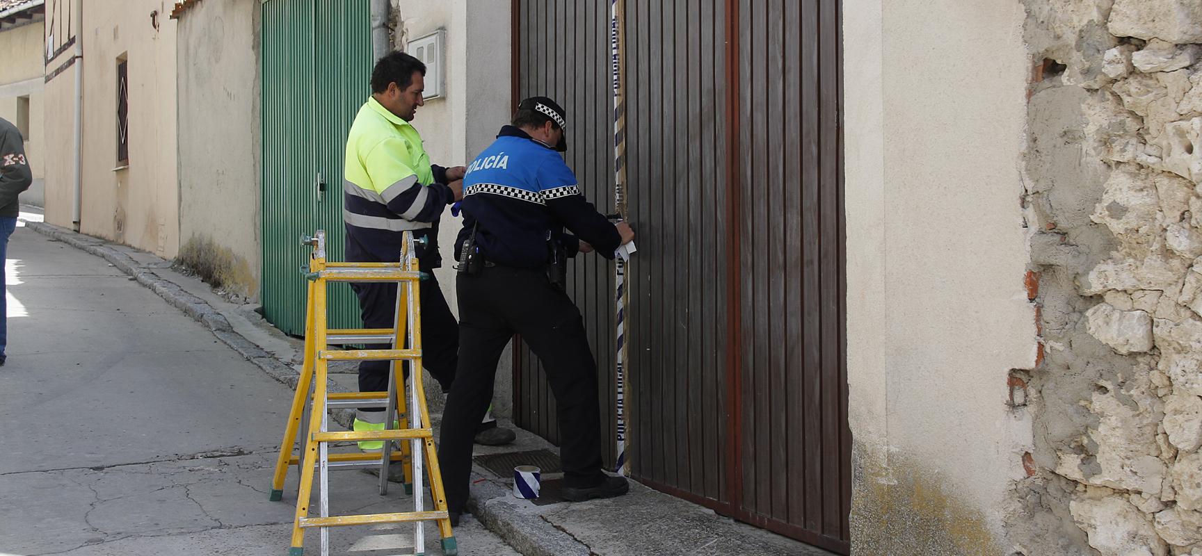 La Policía Local precintó el lunes el corral de caballos de la calle Letanía.