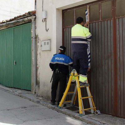 La policía Local precinta el corral de la calle Letanía
