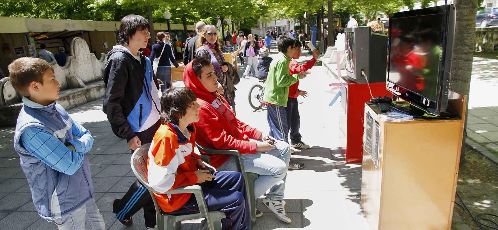 Los Paseos de San Francisco acogerán desde las 12.00 horas la Feria de la Juventud.