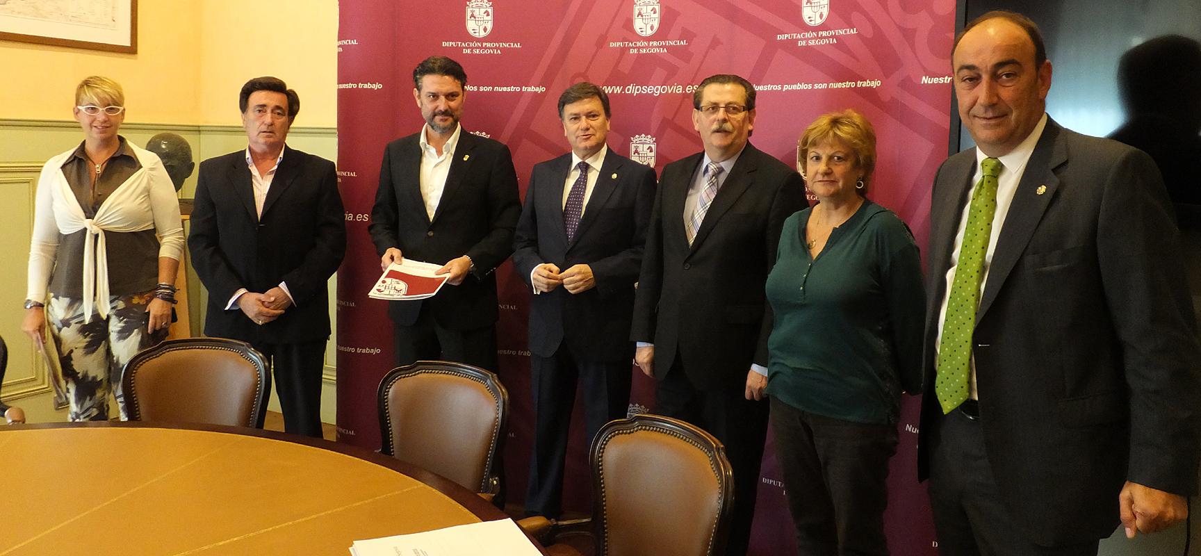 El Presidente de la Diputación y el diputado junto a los alcaldes de los cuatro municipios.