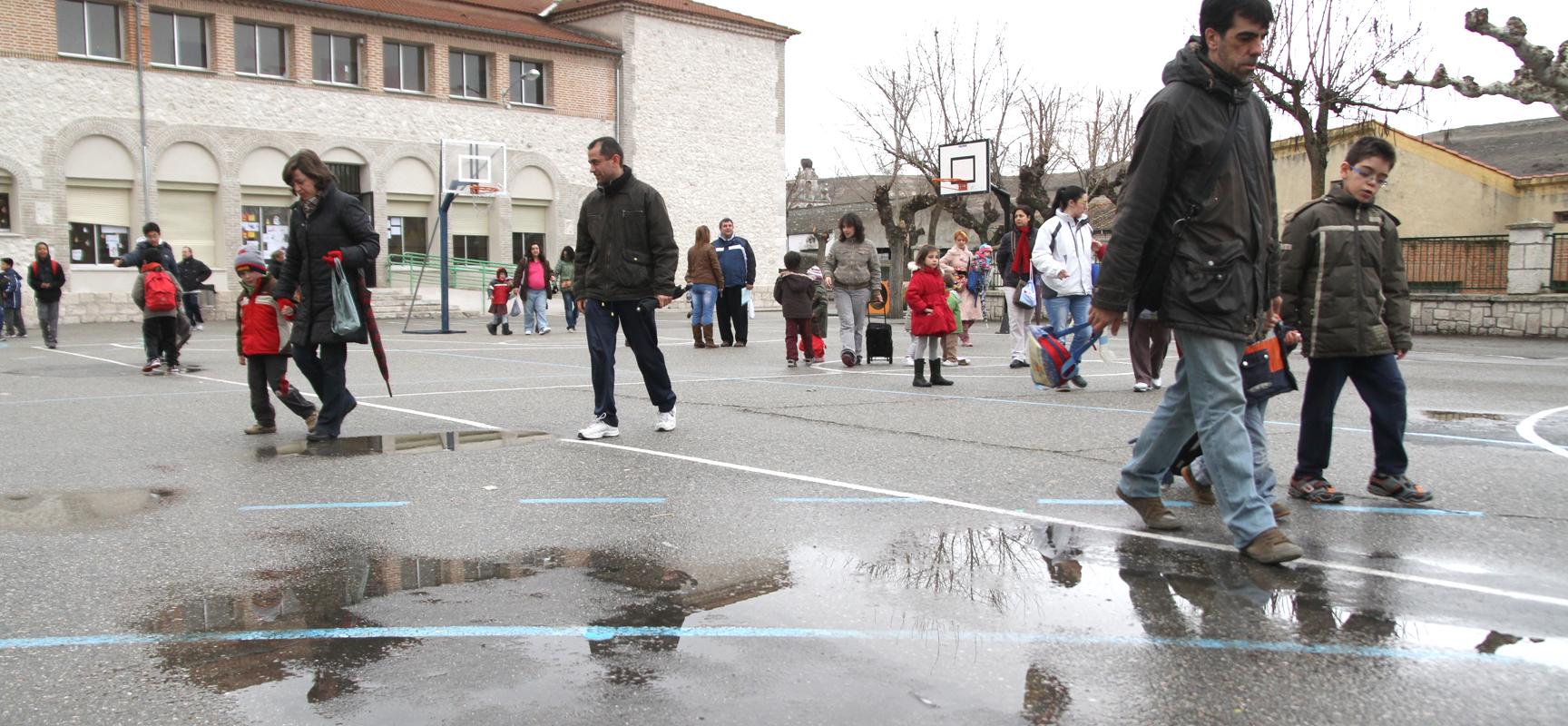 La temperatura, la lluvia y la nieve impiden a los alumnos  recibir sus clases de Educación Física.