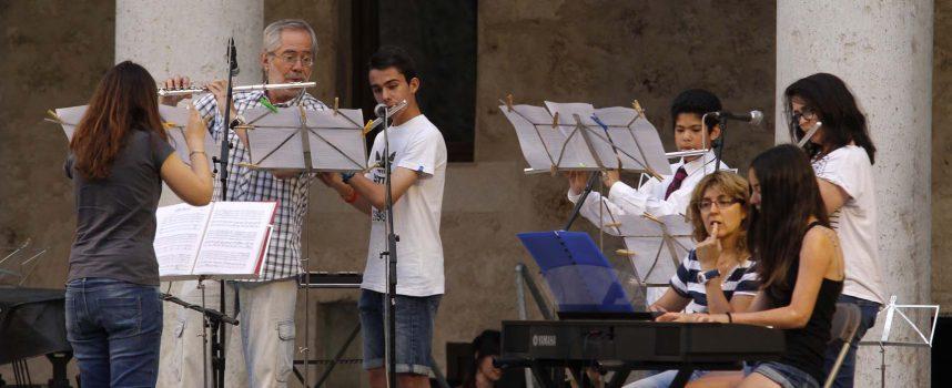 La Escuela de Música cerró el curso con una audición en el Patio de Armas del Castillo