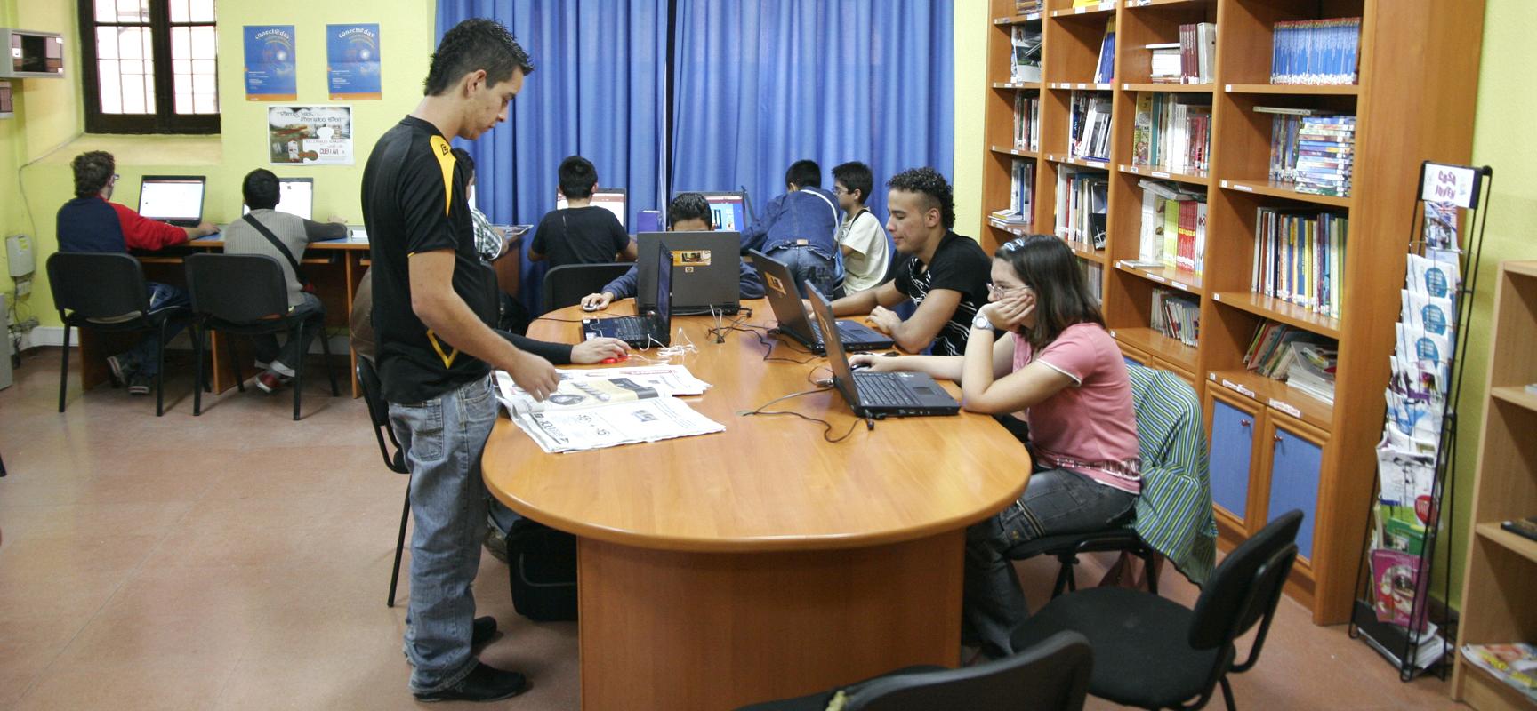 Entre las actividades se impartirán cursos de informática para niños.