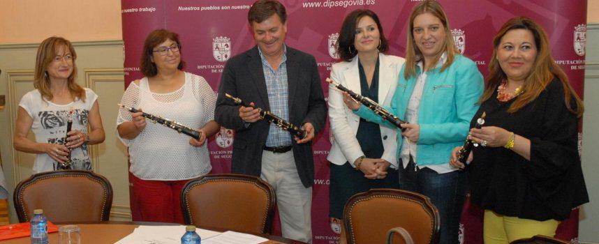 El Instituto de la Cultura entrega material a la Escuela Municipal de Música de Cuéllar