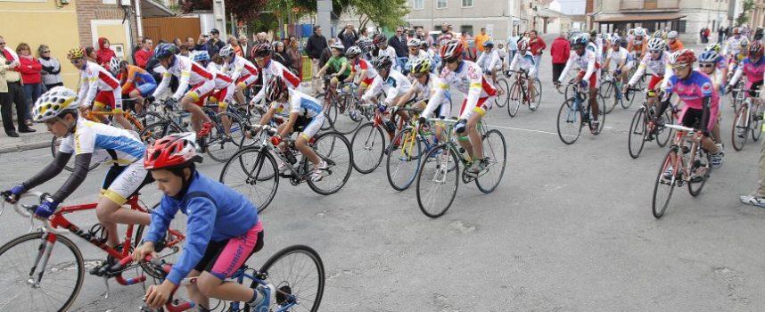 La cuarta prueba de la Copa Castilla y Léon Escuelas de ciclismo se celebró en Cuéllar