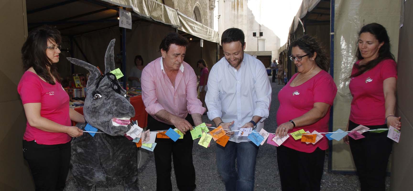 Juan Laborda durante la inauguración de la Feria del Libro.