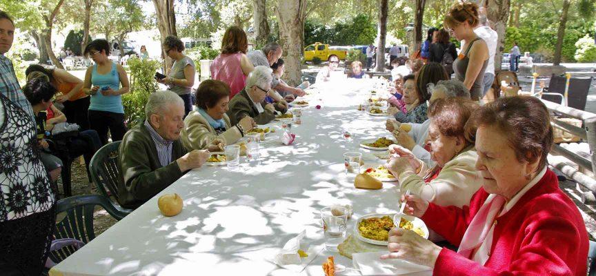 Los usuarios del Centro de Día, Apadefim y las dos residencias de ancianos compartieron una paella.