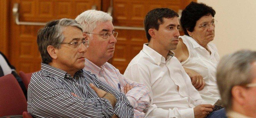 El periodista Carlos Blanco,centro,junto al Presidente de la Asociación Encierros de Cuéllar, Jesús Salamanca (drcha)