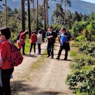 Vecinos de San Gil, La Cuesta y El Salvador comparten una jornada de senderismo en la sierra de Navafría
