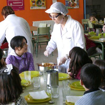 El PSOE denuncia la intención de la Junta de privatizar los comedores escolares de cuatro colegios de la comarca