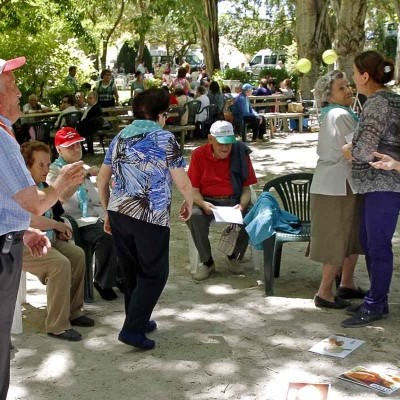 Música, teatro y actividades intergeneracionales en el programa del Centro de Día de Mayores