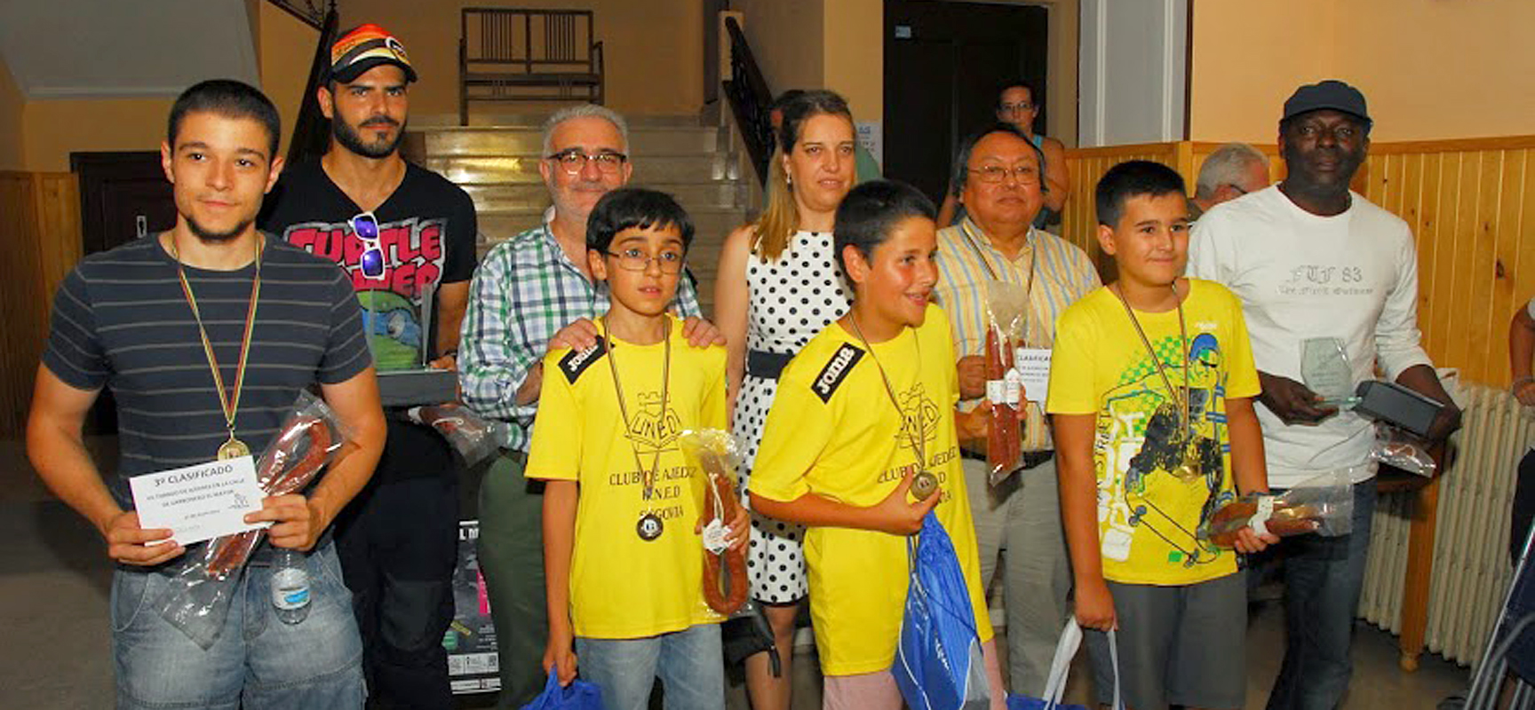 Ganadores de las diferentes categorías junto a la alcaldesa de Carbonero el Mayor.
