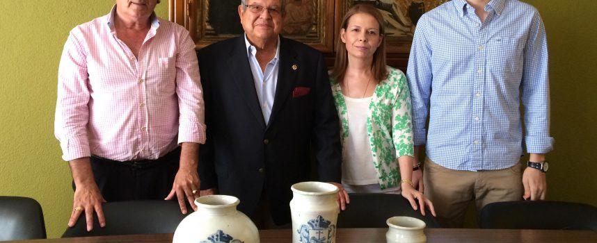 La familia Ramos-Pavón dona a Cuéllar las vasijas de la botica del Monasterio de San Francisco