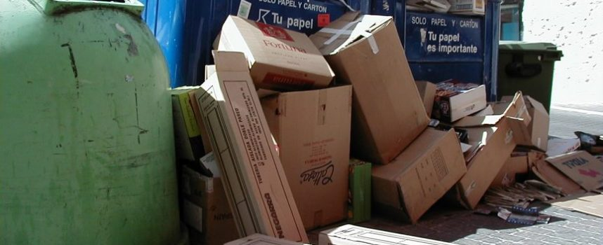 """IU solicita que se limite el uso de """"sopladoras"""" en la limpieza de aceras y  se vigile la recogida de cartones"""