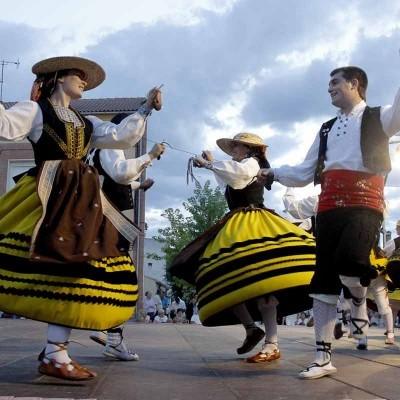 Grupos de danzas de Zamora y Bizkaia acompañarán a Bieldo en el XXVIII Festival del Ajo en Vallelado